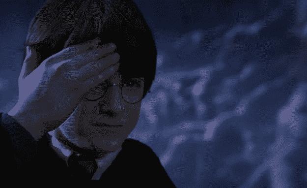 La cicatrice d'Harry Potter lui fait mal